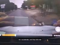 Facet trafia na napad w toku i bez chwili wahania interweniuje
