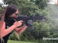 Urocze dziewczyny z bronią
