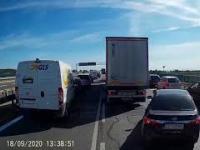 Tak się jedzie, gdy kierowcy nie potrafią zrobić korytarza ratunkowego