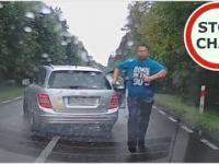 Agresorzy z Mercedesa zmuszają do zatrzymania i atakują rodzinę z dzieckiem