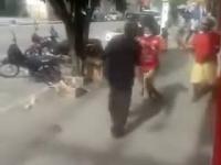70-letni dziadek z Brazylii udziela bezpłatnej lekcji dobrych manier 15-letniemu ulicznemu chuliganowi