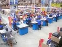 W supermarkecie zawaliły się regały