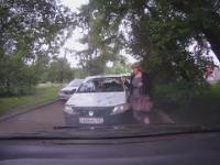 Typowa baba za kierownicą