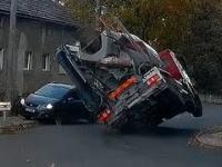 Oszukać przeznaczenie - betoniarka prawie zmiażdżyła samochód