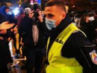 Policjant został pogoniony z protestu