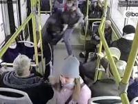Kanar vs pasażerowie vs kierowca autobusu