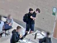 Uczeń ratuje kolegę, który zaczął się dusić, gdy zadławił się jedzeniem