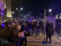Policja w tajniaku wznieca zamieszki na proteście pod siedzibą TVP