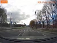Pieszy musi uciekać przed nieodpowiedzialnym kierującym