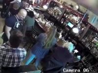 Zadławił się przy barze
