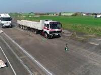 Test hamowanie ciężarówek - stara oraz nowa