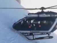 Śmigłowiec francuskiej żandarmerii w Chamonix ratuje narciarza