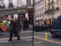 Francja: policjanci dołączyli do protestu przeciwko przymusowym szczepieniom