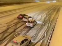 Wyścig samochodowy na śniegu