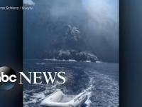 Wielki wybuch wulkanu na wyspie Stromboli i ucieczka turystów na łodzi