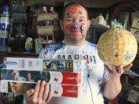 Człowiek, który chce pobić rekord Guinnessa w układaniu puzzli