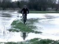 Przejazd rowerem z niespodzianką