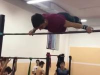 Zakręcony gimnastyk