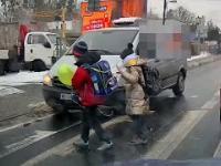 Dzieci oszukały przeznaczenie na przejściu dla pieszych