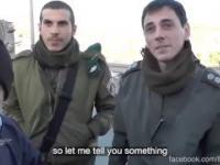 Uprzejmy izraelski policjant przy punkcie kontrolnym