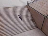 skok przez schody