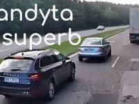 Kierowca Skody tak cisnął na Audi, że ten biedny wpakował się pod TiRa