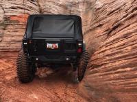 Jeep wspina się po pionowej ścianie