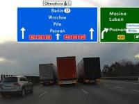 Wyprzedzanie równoległe trzech ciężarówek