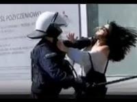 Policja brutalnie obezwładnia spokojnie zachowującą się młodą kobietę - Głogów 11.04.2021