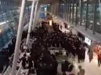 Bulwersujące zachowanie grupy Żydów na lotnisku Chopina. Urządzili sobie imprezę Nikt nie interweniował...
