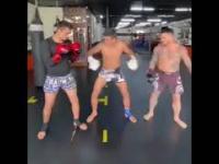 Zabawy na bokserskim  treningu