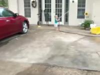 Kiedy prosisz dziecko o pomoc przy myciu samochodu