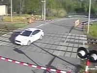 Radziwiłłów: Wypadek na przejeździe kolejowo-drogowym