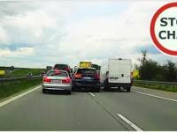 Kierowca BMW wciska się na chama na autostradzie A4