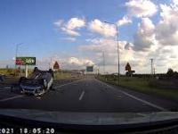 Wypadek w Siewierzu. Kierowca wjeżdża na czerwonym świetle