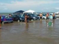 Parkowanie na plaży to nie jest najlepszy pomysł