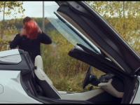 Niektórzy twierdzą, że wsiadanie do tego auta jest trudne