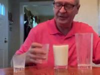 Banalna sztuczka z mlekiem i szklankami