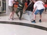 Tak wygląda pakowanie do pudła anakondy