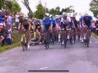 Kobieta chciała się pokazać na kamerze i spowodowała kraksę na Tour de France
