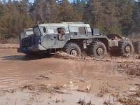 Radzieckie ciężarówki kontra amerykańskie Które lepsze w terenie?
