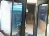 Kierowca autobusu wyrządził psikusa pasażerowi na gapę