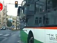 Kierowca Kierowca trolejbusu wyjaśnił dzbanowi od czego jest linia