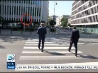 Posłowie PiS przechodzą na czerwonym świetle na oczach policji