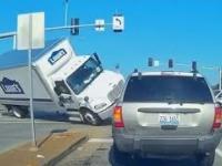 Kompilacja spektakularnych wypadków samochodowych w USA 2020/2021