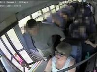 Pani Kierowca autobusu ciągnęła za autobusem dziecko w Kentucky