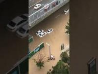 Tak wygląda Zhengzhou w Chinach podczas rekordowych opadów deszczu