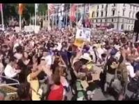 Londyn w Wielkiej Brytanii domagają się aresztowania premiera