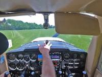 Początkujący pilot awaryjnie ląduje podczas awarii silnika