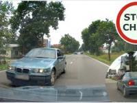 Kierowca BMW doprowadza do kolizji i ucieka z miejsca zdarzenia